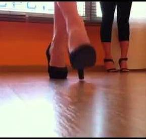 piedi-scarpe-portamento